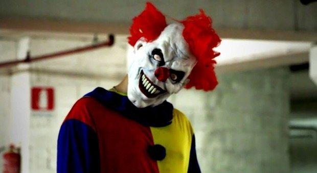 Newcastle, clown si aggirano vicino alla scuola e terrorizzano gli studenti. La polizia indaga