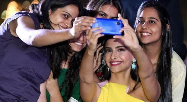 2184495_selfie_india_malati