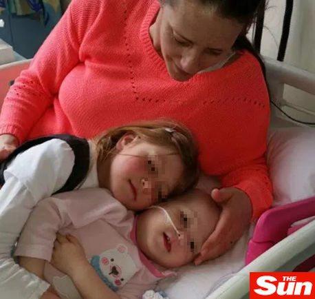"""Scopre che la figlia di 14 mesi ha il cancro dopo 50 visite: """"Mi dicevano che ero iper protettiva"""""""