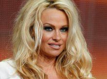 Pamela-Anderson-sul-caso-Weinstein-Sai-a-cosa-vai-incontro-se-entri-da-sola-in-una-stanza-dhotel