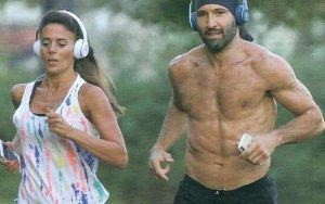 """Walter Nudo ritrova l'amore: jogging """"al bacio"""" con la fidan"""