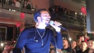 Tony Colombo |  blitz dei vigili urbani durante il concerto |  interrotto lo show