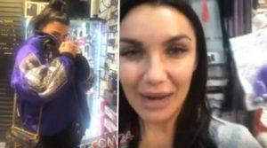 Salemi e Lamborghini in fuga dal sexy shop: guarda per chi e