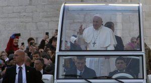 Coronavirus, Papa Francesco a Bari. Pochi con le mascherine: