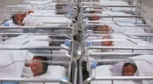 Coronavirus India: nati due gemelli, i genitori li chiamano