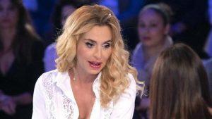 Valeria Marini in lacrime a Verissimo: «È successa una cosa grave con il mio ex fidanzato, una tragedia nella tragedia»