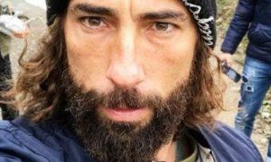 Vittorio Brumotti di Stricia aggredito a calci e pugni a Brescia    «Ho temuto il peggio»