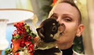 Charlene di Monaco disperata, è morto il cagnolino della principessa